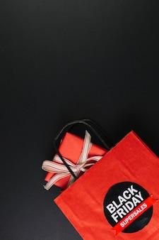 Pacote com caixa de presente