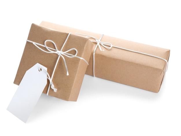 Pacote de caixas de presente em fundo branco