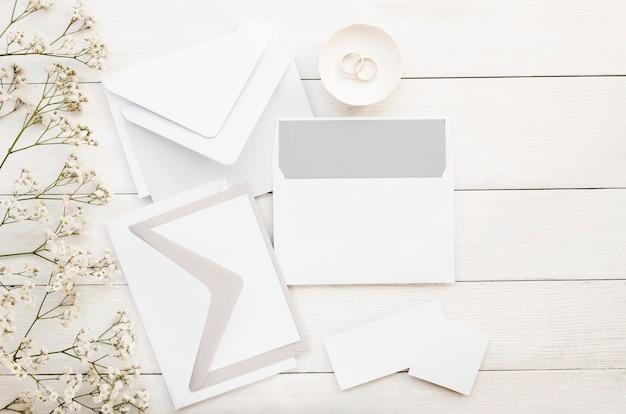 Pacote de convite de casamento minimalista