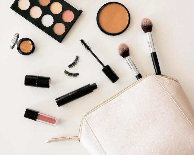 Pacote de cosméticos de beleza em saco