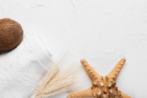 Pacote de higiene do spa com cocos e estrelas do mar