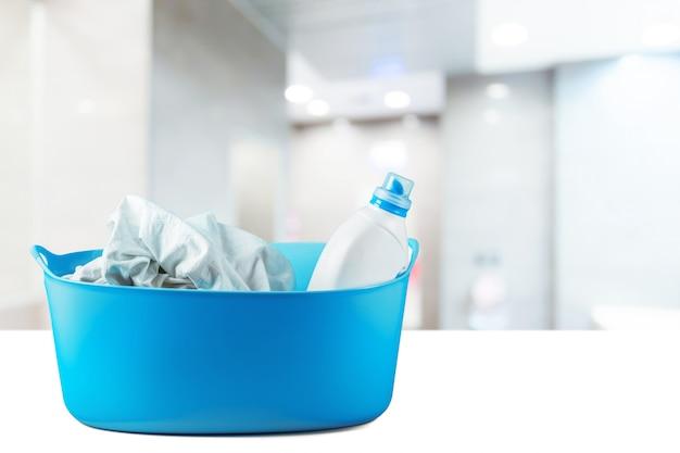 Pacote de líquido de lavar louça em branco close-up
