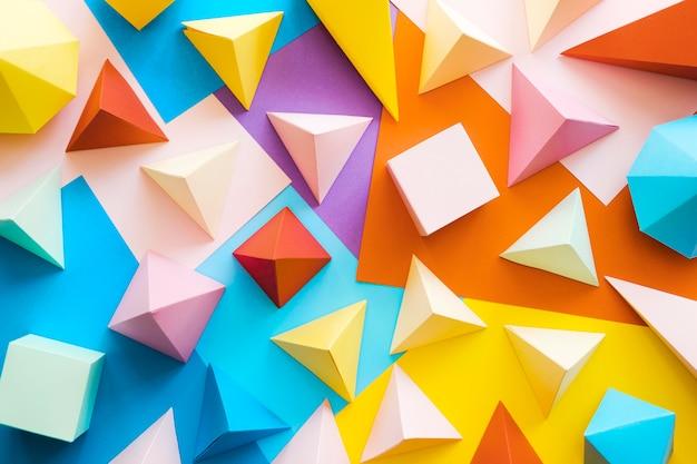 Pacote de objetos de papel geométrico colorido