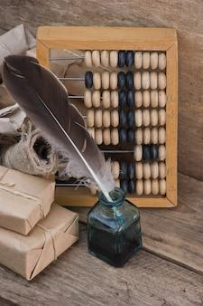 Pacote de pilha embrulhado com papel kraft marrom e ábaco