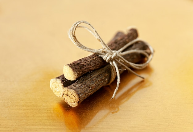 Pacote de raízes de alcaçuz
