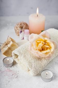 Pacote de spa elegante com produtos perfumados