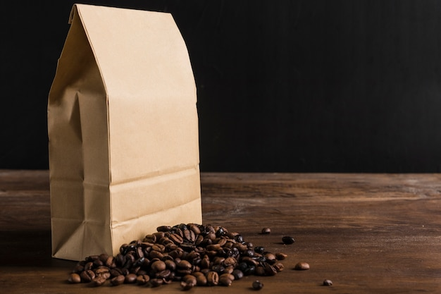 Pacote e grãos de café