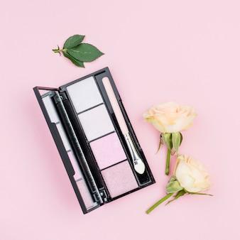 Pacote liso leigo de close-up de produtos de beleza