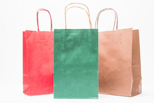 Pacotes de compras brilhantes com alças