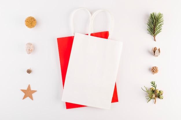 Pacotes de compras entre conjunto de decorações