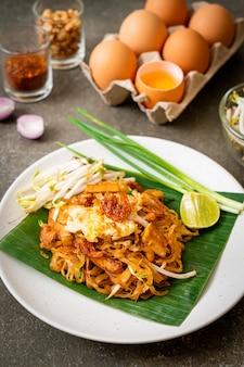Pad thai - macarrão de arroz frito com camarão salgado seco e tofu