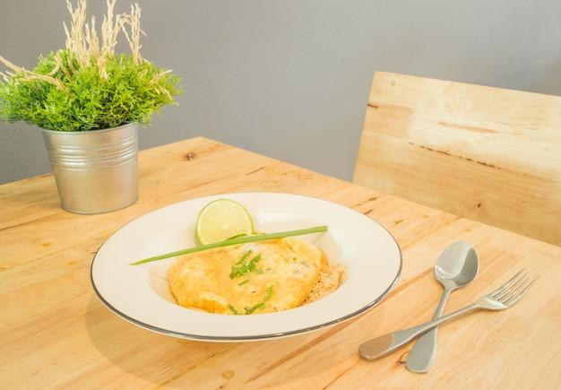 Pad thai, macarrão de arroz frito com ovo