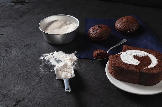 Padaria preparar para fazer bolo de brownie de chocolate