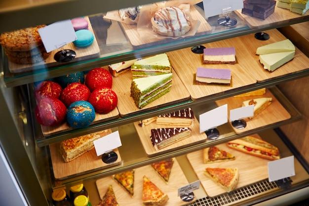 Padaria, vitrines. bolo delicioso. design de estilo de vida