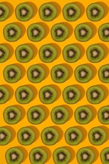 Padrão colorido de kiwi, vista superior do kiwi fatiado