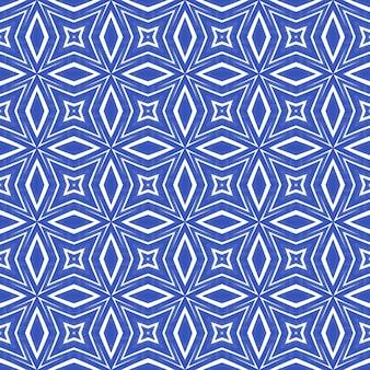 Padrão de aquarela em azulejos. fundo de caleidoscópio simétrico índigo. aquarela de azulejos de pintados à mão sem costura. têxtil pronto para impressão encantadora, tecido de biquíni, papel de parede, embrulho.