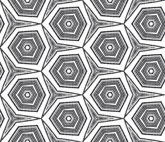 Padrão de aquarela em azulejos. fundo preto caleidoscópio simétrico. aquarela de azulejos de pintados à mão sem costura. estampado de tendência têxtil pronto, tecido de biquíni, papel de parede, embrulho.