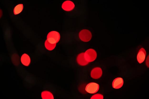 Padrão de bokeh vermelho em um papel de parede de fundo escuro