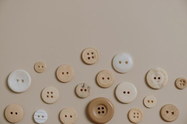 Padrão de botões em bege neutro