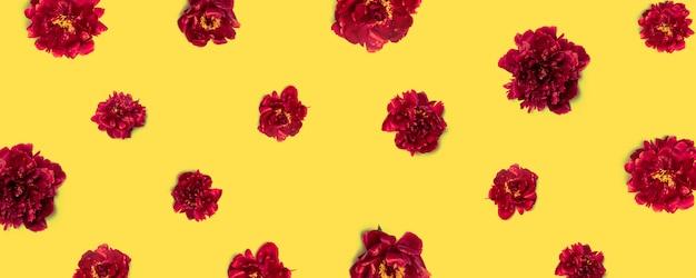 Padrão de flores peônias vermelho-marrom
