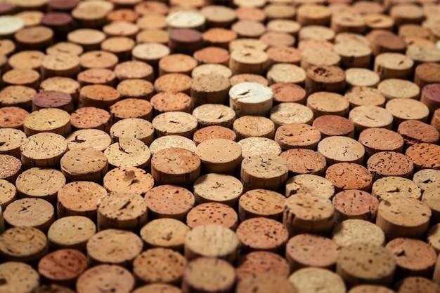 Padrão de fundo de várias rolhas de vinho tinto usadas empilhadas