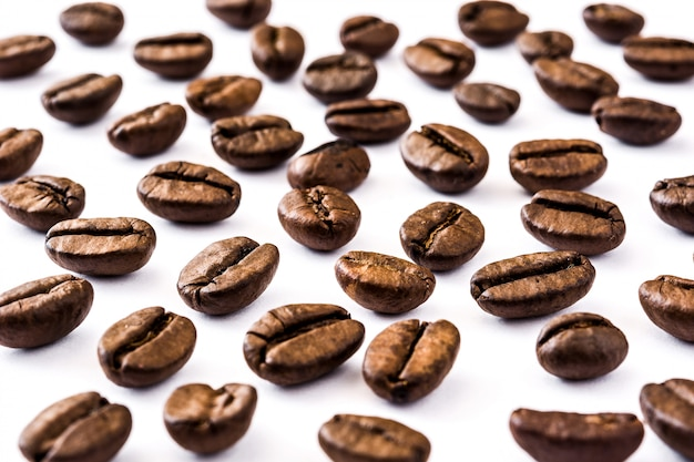 Padrão de grãos de café em branco