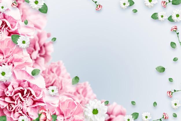 Padrão de rosas cor de rosa e bege e folhas verdes em um fundo branco