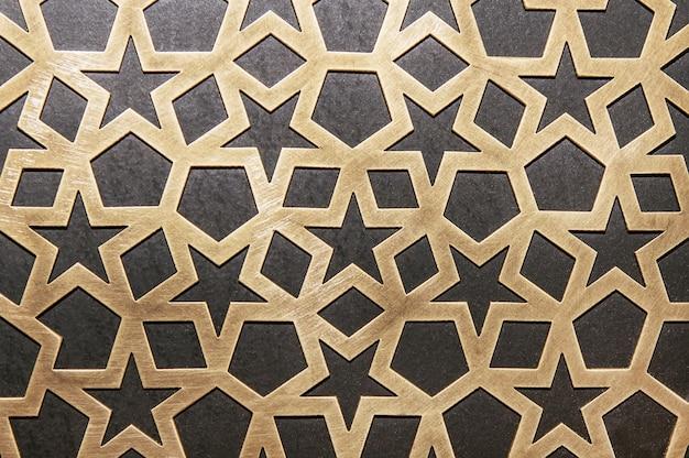 Padrão decorativo de metal na parede