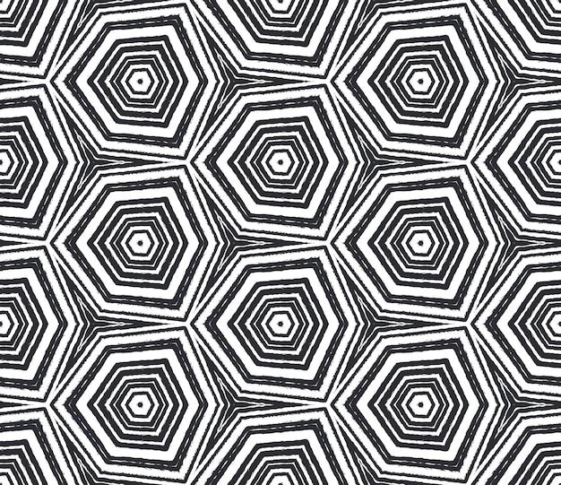 Padrão desenhado de mão listrado. fundo preto caleidoscópio simétrico. repetindo a telha desenhada à mão listrada. têxtil pronto para estampado extático, tecido de biquíni, papel de parede, embrulho.