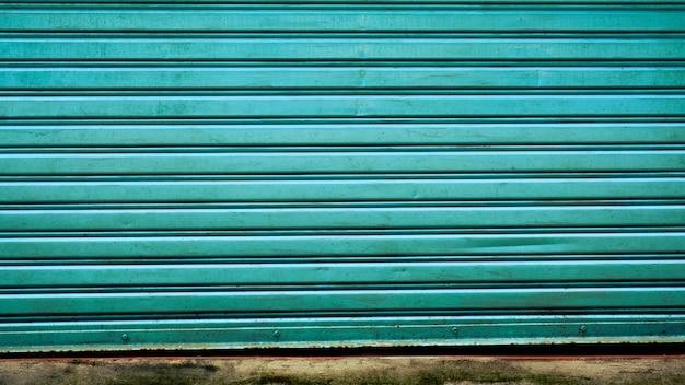 Padrão e linha de porta de metal vintage azul
