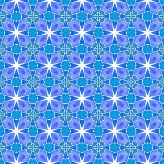 Padrão em aquarela de divisa. azul tendência boho chique design de verão. estampa admirável pronta para têxteis, tecido de biquíni, papel de parede, embrulho. borda de aquarela chevron geométrica verde.