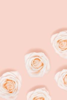 Padrão floral plano de rosa branco rosa flores em tons pastel