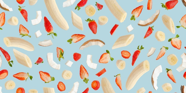 Padrão sem emenda com frutas em azul. design para impressão, banner ou papel de parede. conceito de fundo de verão.