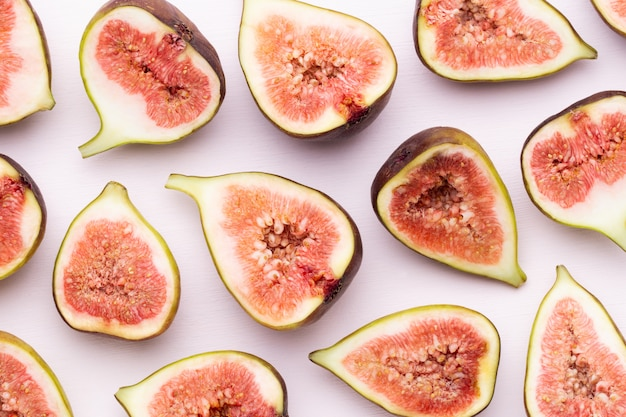 Padrão sem emenda de frutas de figo isolado no branco. vista do topo.