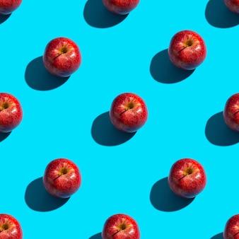 Padrão sem emenda de maçãs em um fundo azul. fundo de lanche saudável.