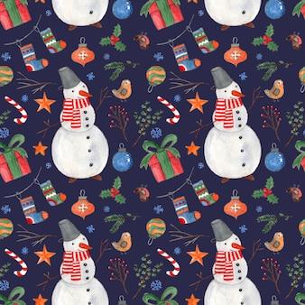 Padrão sem emenda de natal em azul escuro com bolas e pássaros de presentes de bonecos de neve em aquarela coloridas