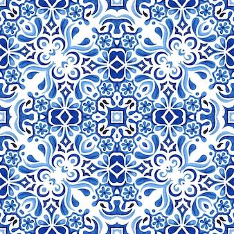 Padrão sem emenda desenhado à mão em aquarela de damasco azul