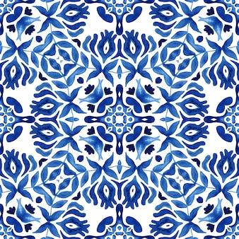 Padrão sem emenda desenhado à mão em aquarela medalhão de damasco azul