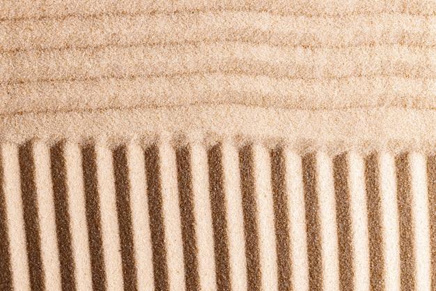 Padrão zen na areia amarela close-up