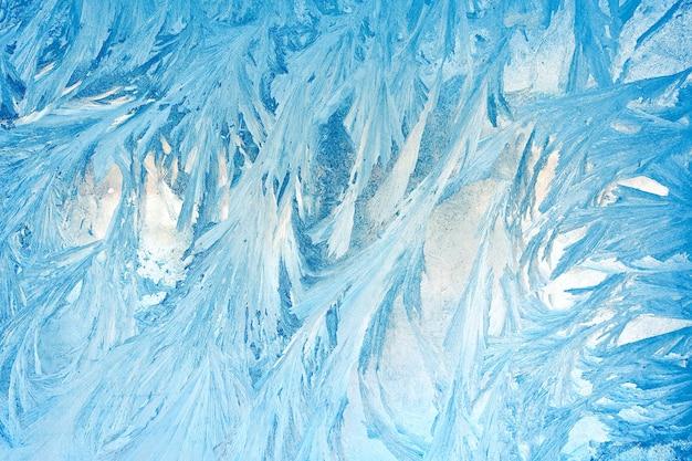 Padrões gelados no close up do vidro da janela