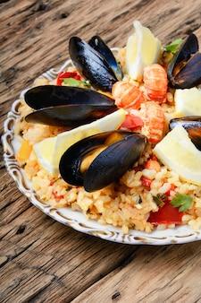 Paella com frutos do mar
