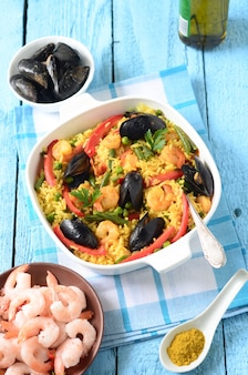 Paella de marisco tradicional espanhola