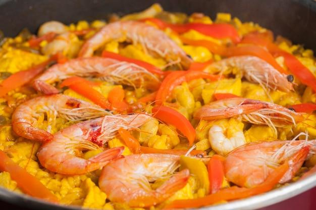 Paella espanhola de frutos do mar