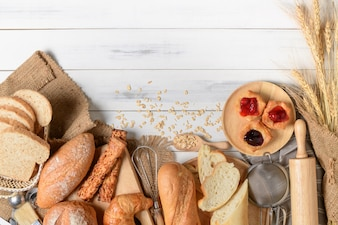 Pães caseiros ou pão, croissant e padaria