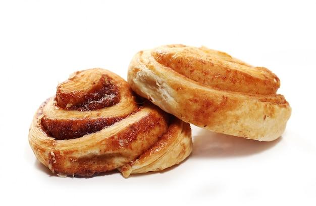 Pães frescos e saborosos com canela