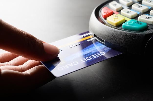 Pagamento com cartão de crédito, compra e venda de produtos e serviços