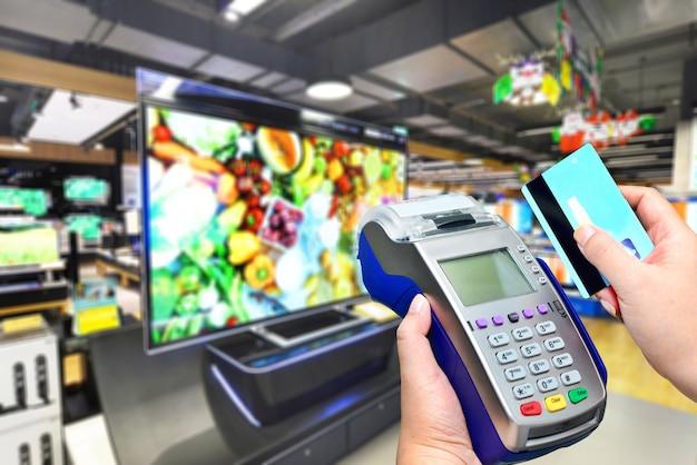 Pagamento com cartão de crédito na television retailshop