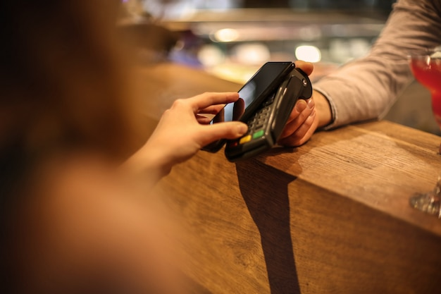 Pagando com um smartphone