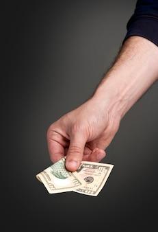 Pagando dinheiro
