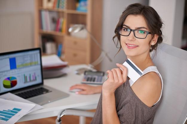 Pagar com cartão de crédito é fácil e confortável